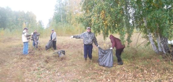22 сентября Администрация Петуховского района совместно сотрудниками Петуховского лесничества приняла участие во Всероссийской акции «Живи, лес!».